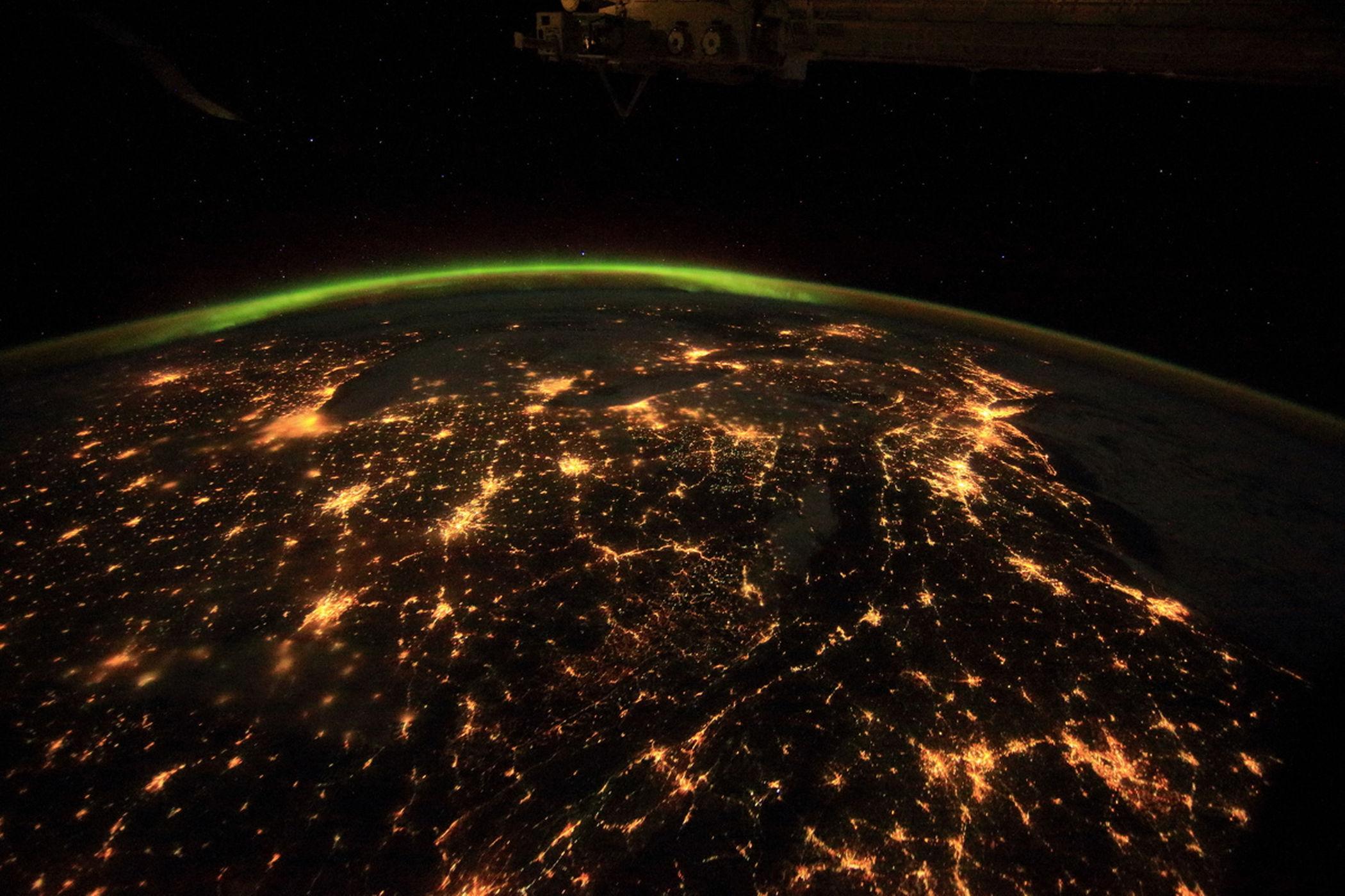 چه نقاطی از زمین از فضا قابل مشاهده است: شهرها در شب