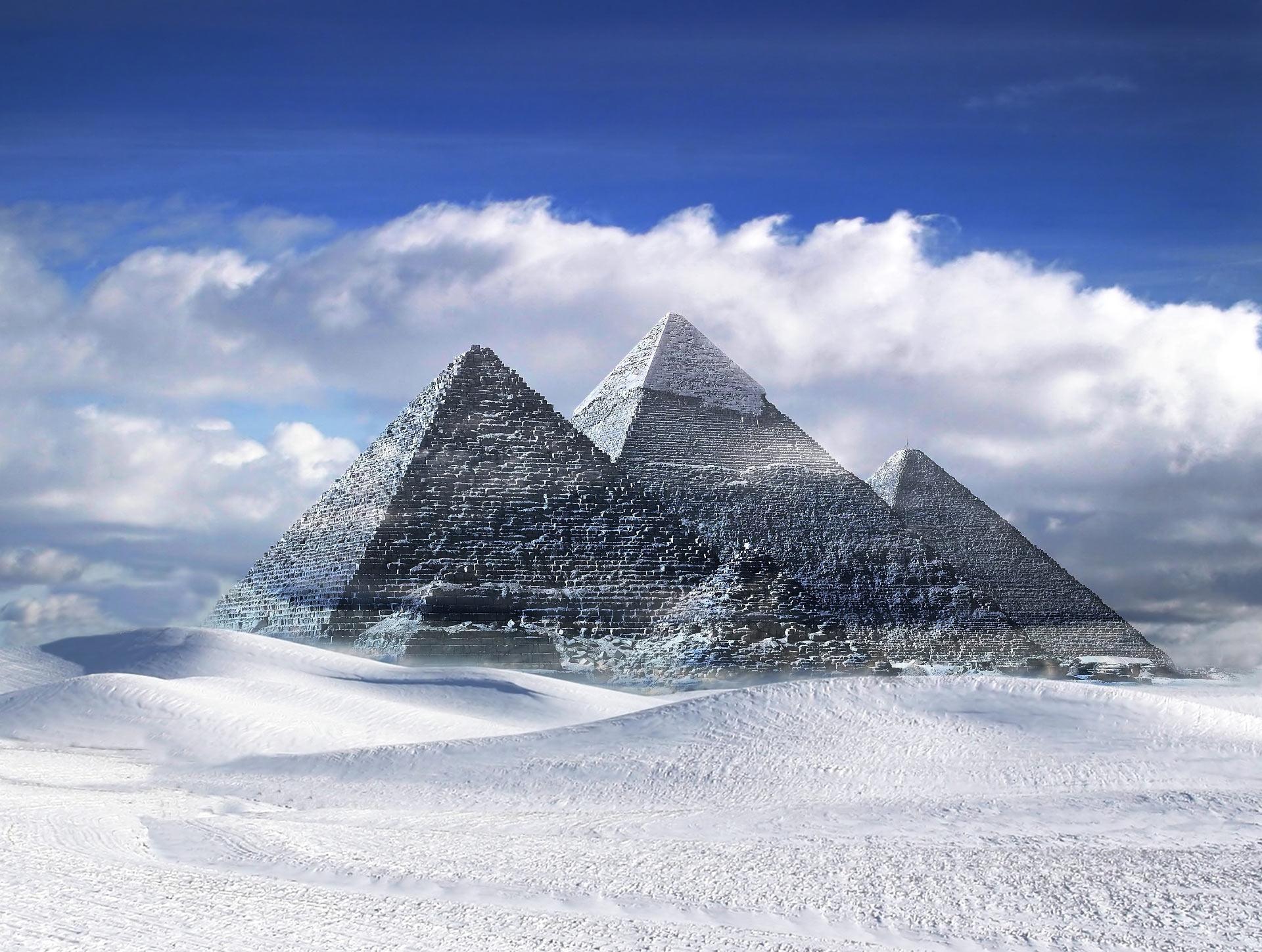 چه مکان هایی از زمین از فضا قابل مشاهده است: هرم بزرگ جیزه