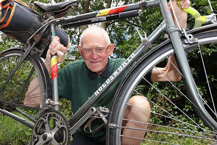 پیرمرد دوچرخه سوار