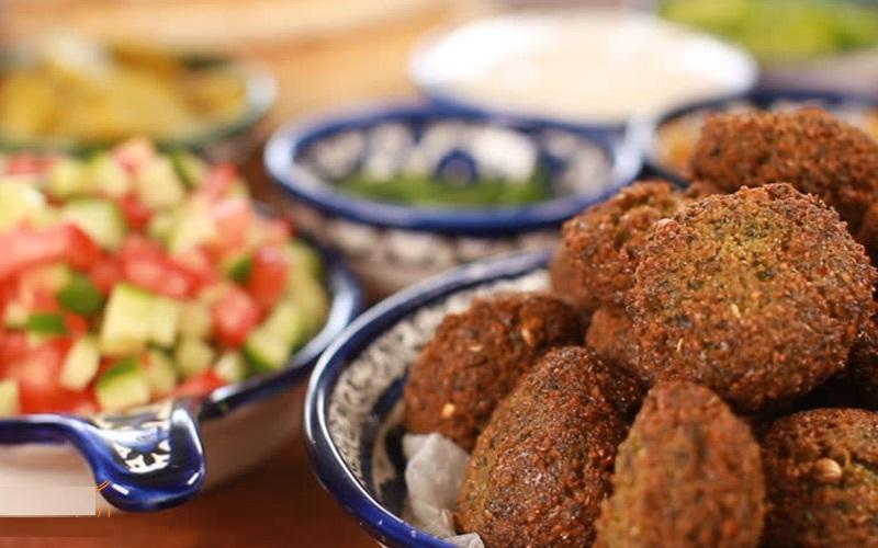 آشنایی با معروف ترین غذاهای محلی دبی: فلافل