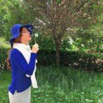 عکس متین ستوده در باغ با کت دامن