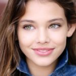 دختر بچه چشم رنگی