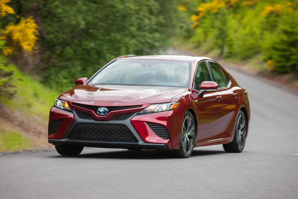 10 ماشین برتر 2019: Toyota Camry Hybrid