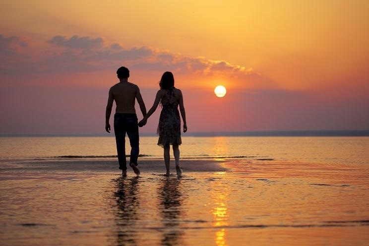 از نظر روانشناسی عاشق شدن زنان و دختران چگونه می شوند؟