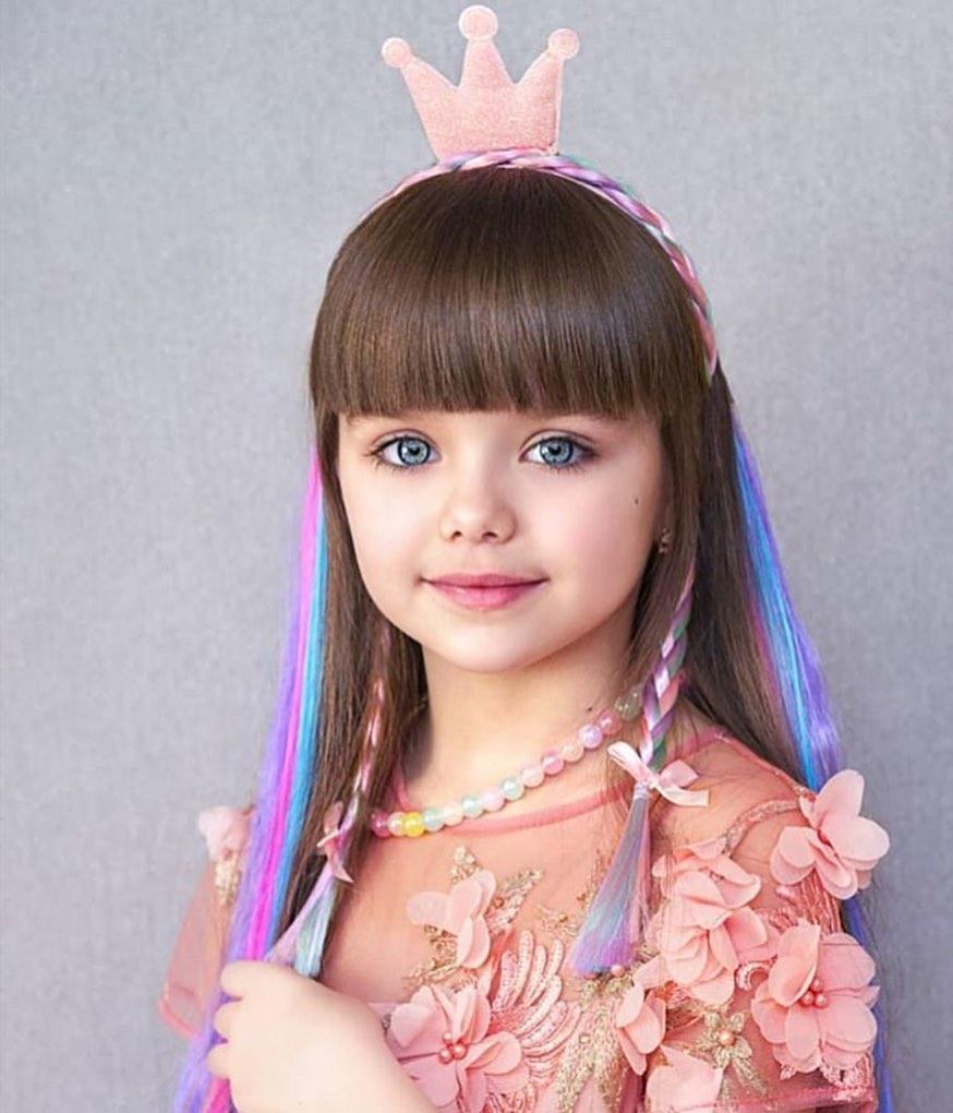 دختر چشم رنگی و زیبا