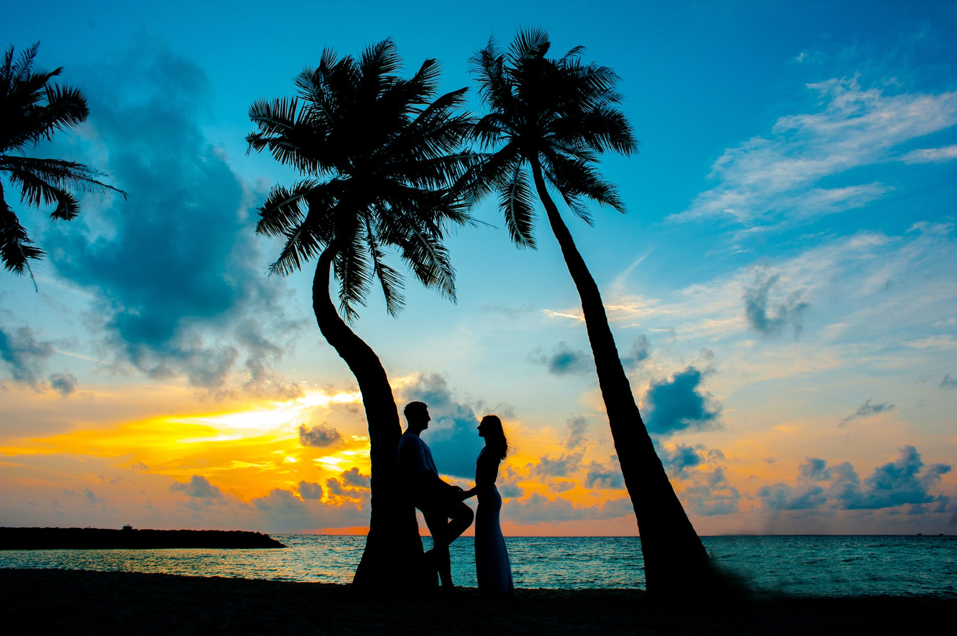 عکس عاشقانه دختر و پسر لب ساحل