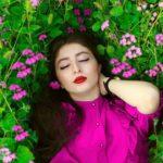 ژست عکس دخترانه در گل