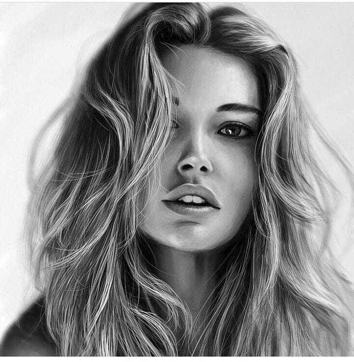 عکس نقاشی دختر سیاه قلم با موی طبیعی