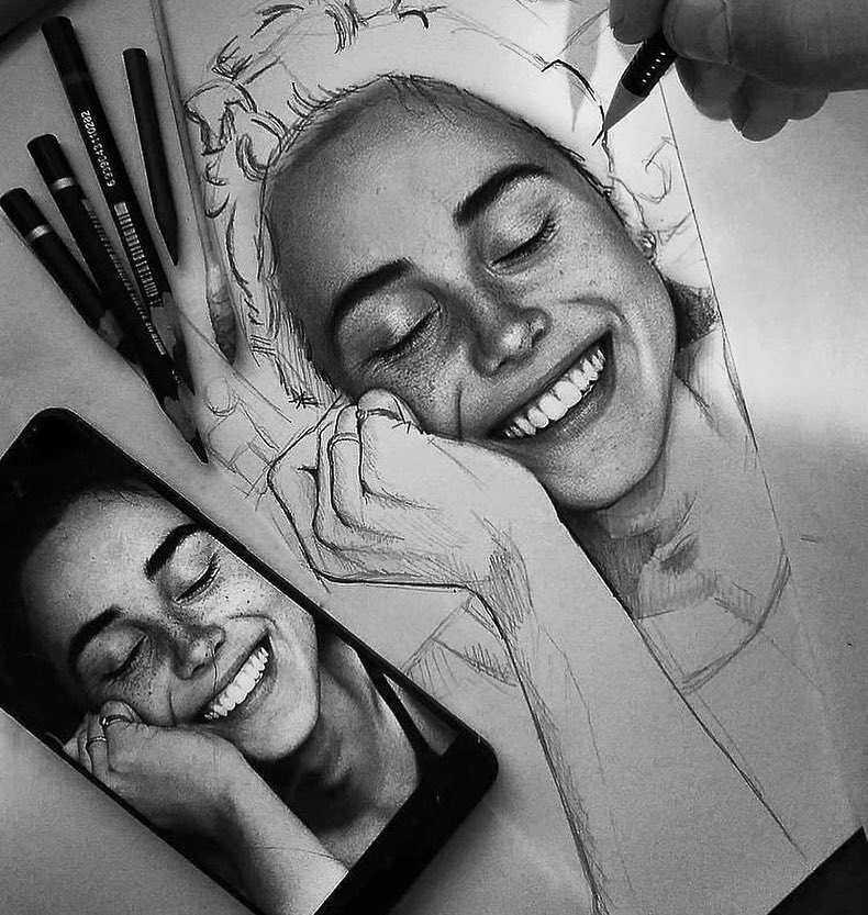 عکس نقاشی دختر شاد سیاه قلم