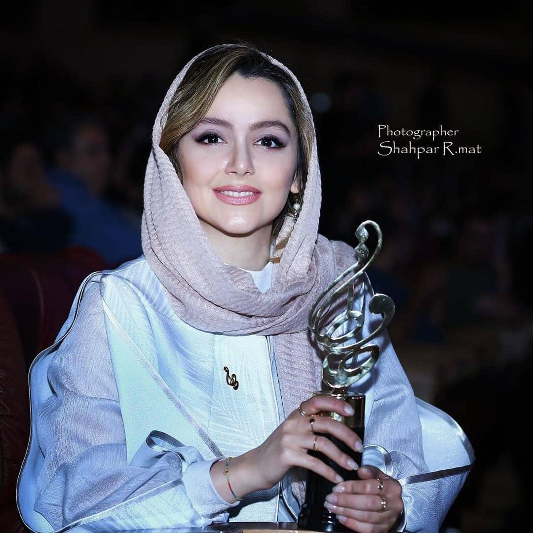 عکس های برندگان جشن حافظ 98: نازنین بیاتی برنده بهترین بازیگر زن کمدی