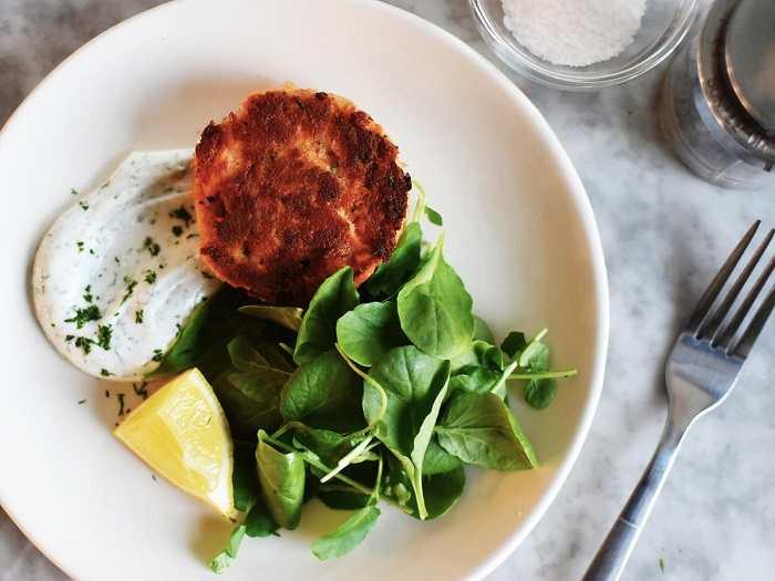 8 غذای مفید برای مبارزه با افسردگی: ماهی سالمون