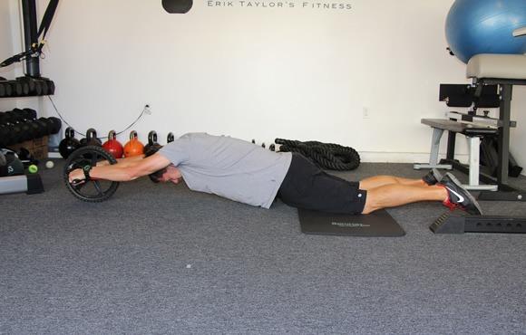 8 تمرین برای تقویت آمادگی جسمانی که باعث بهبود شنا می شود: حرکت چرخ چرخشی