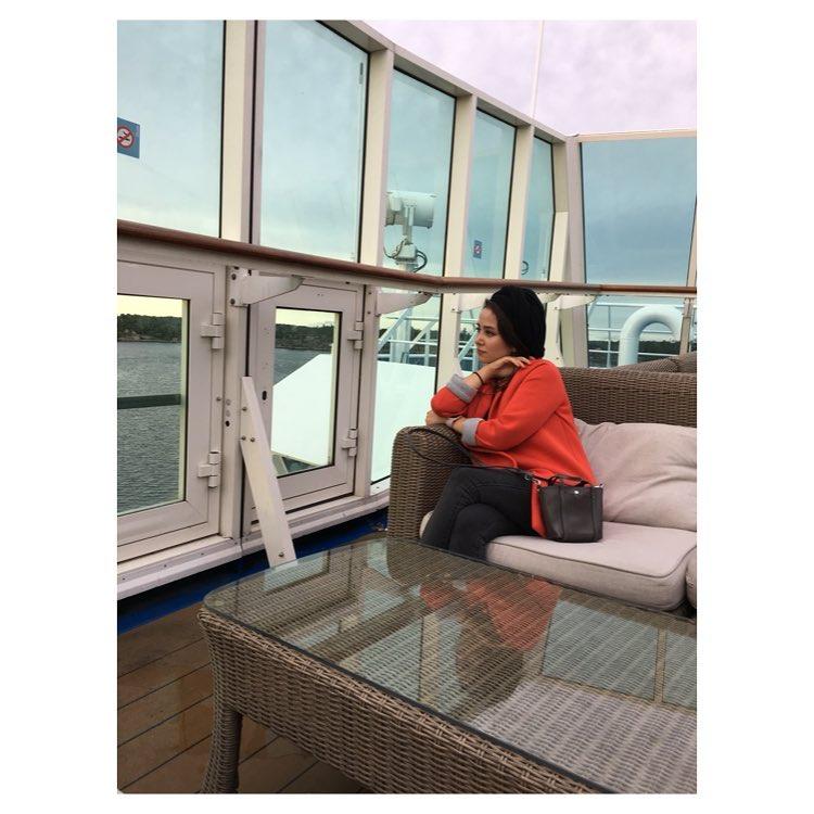 عکس الناز حبیبی در قایق