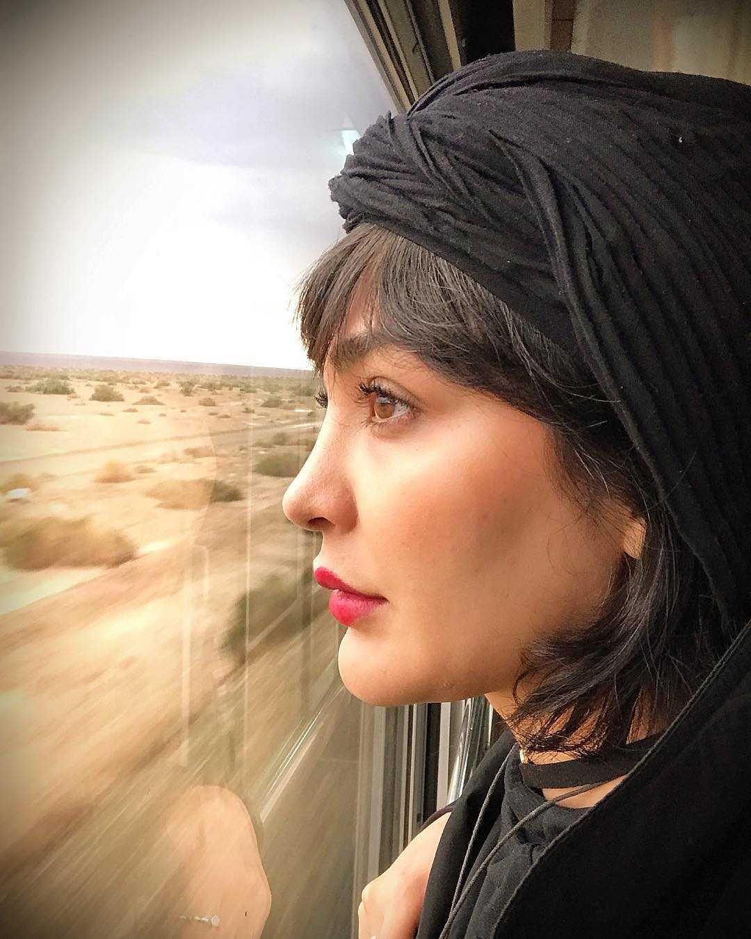 عکس جدید مریم معصومی در قطار