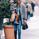 عکس میراندا کر و پسرش در خیابان