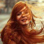 عکس پروفایل دختر با موهای بلند قرمز