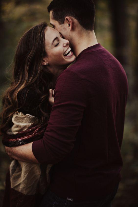 ژست زیبا و عاشقانه برای عکس های پاییزی