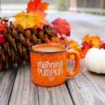 عکس فنجون چایی در روزهای پاییزی برای صفحه موبایل