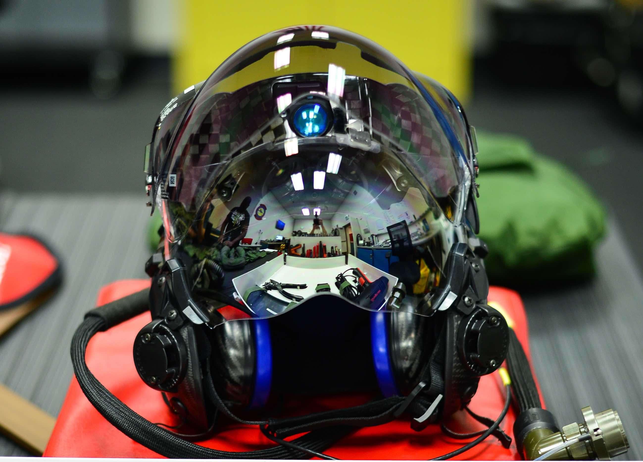 کلاه خلبان هواپیما جنگنده f35 امریکایی