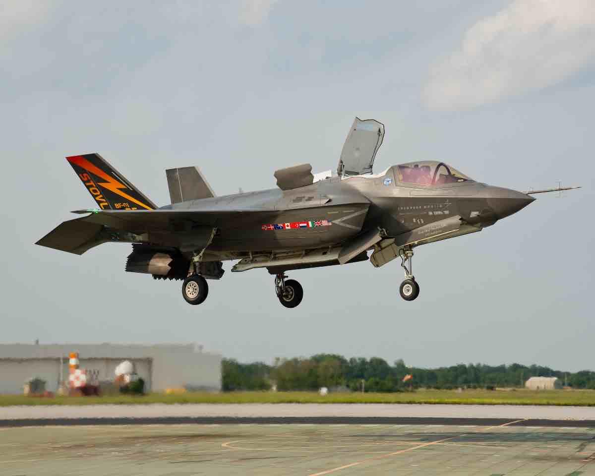 استفاده از تکنولوژی STOVL در هواپیما جنگنده f35 امریکایی
