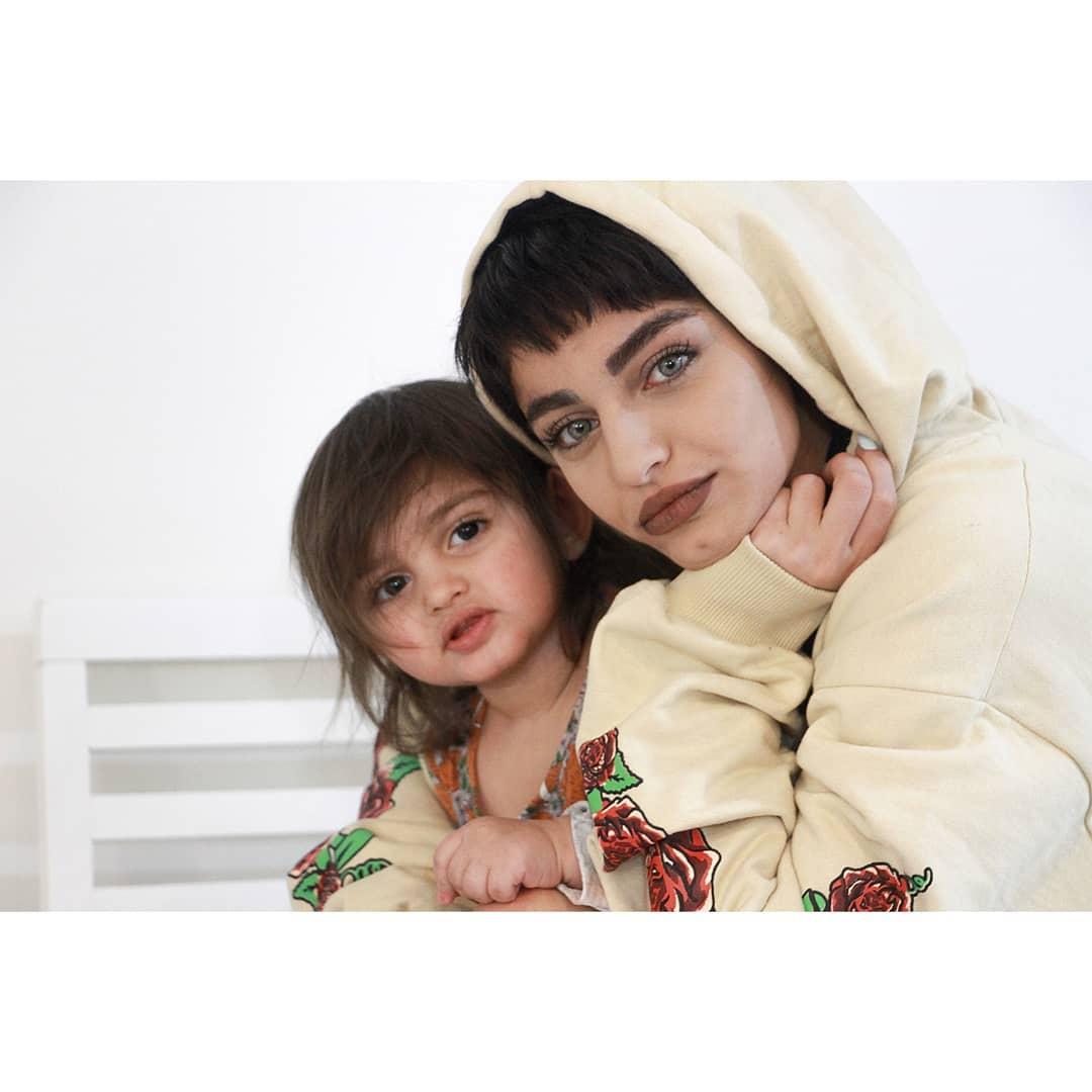عکس دلارام خسروانی به همراه دخترش دلناز