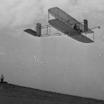 26 آذر: نخستین پرواز با هواپیما