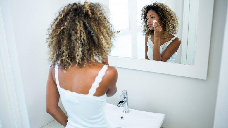 شستن آرایش برای داشتن پوستی صاف و بدون لک