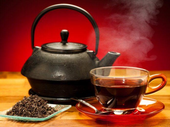 عوارض خوردن چای با معده خالی