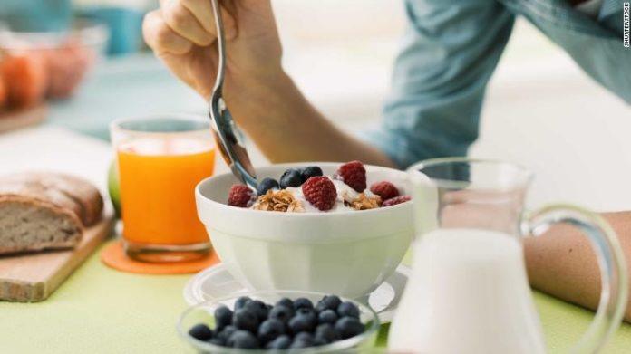 خوردن صبحانه ممکن است در کاهش وزن به شما کمک نکند!!