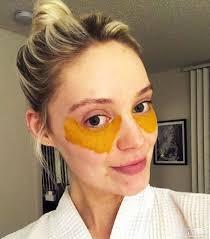 زردچوبه برای رفع سیاهی دور چشم
