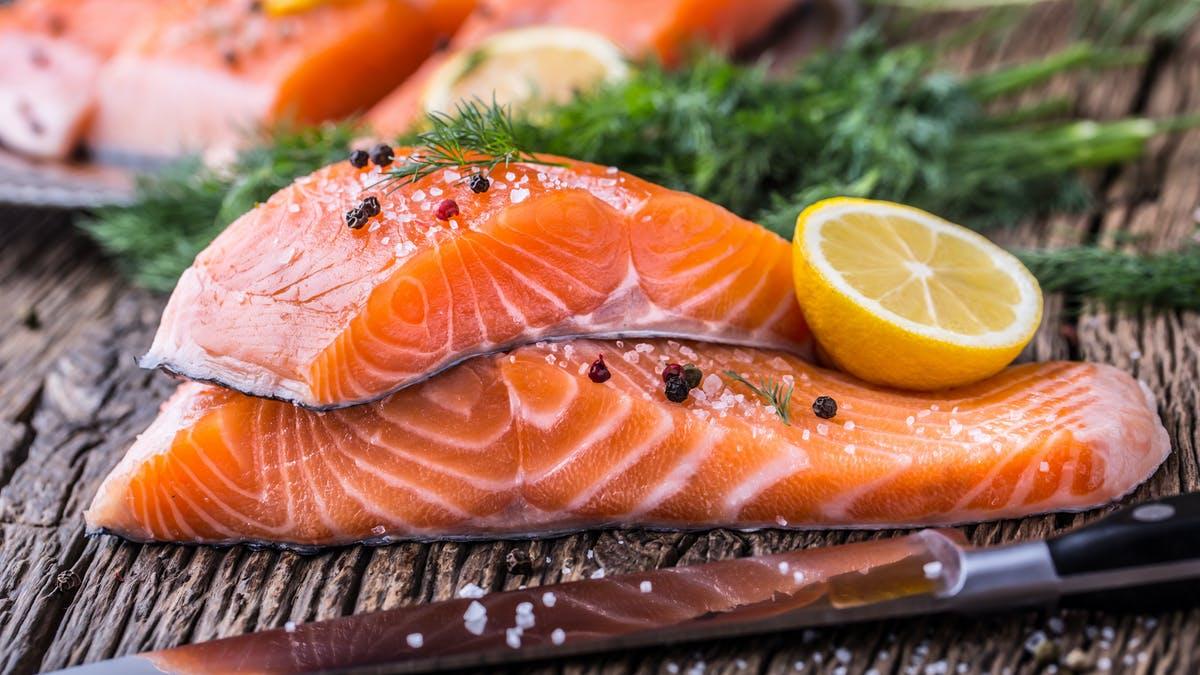 خواص مصرف ماهی سالمون برای رشد مژه