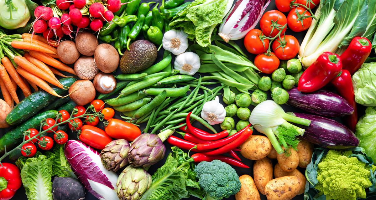 مصرف انواع میوه و سبزیجات برای داشتن مژه های بلند