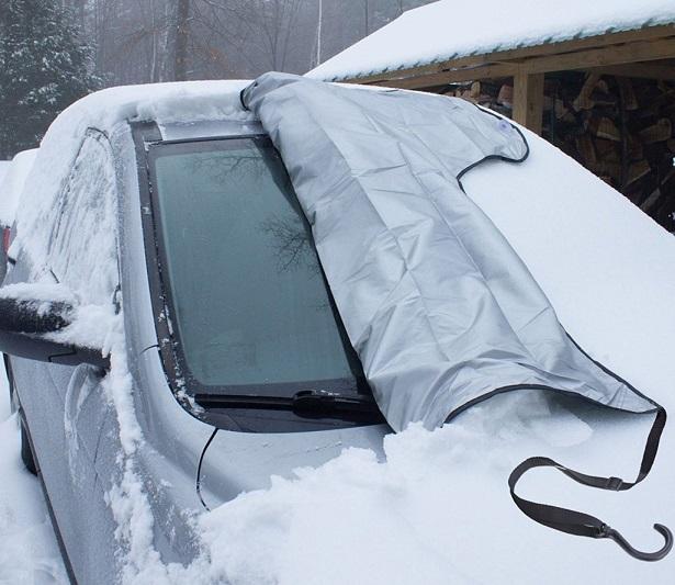 با استفاده از پادری پلاستیکی از یخ زدگی شیشه ماشین جلوگیری کنید