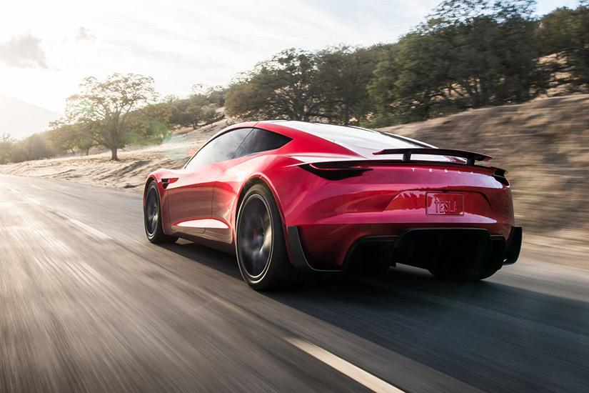 ماشین Tesla Roadster یکی از سریع ترین خودرو های دنیا محسوب می شود.