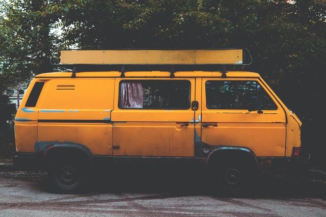 تصویر کمپر مسافرتی قدیمی زیبا