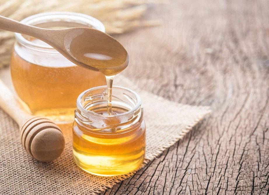 طرز تهیه اسکراب و ماسک لب با عسل طبیعی