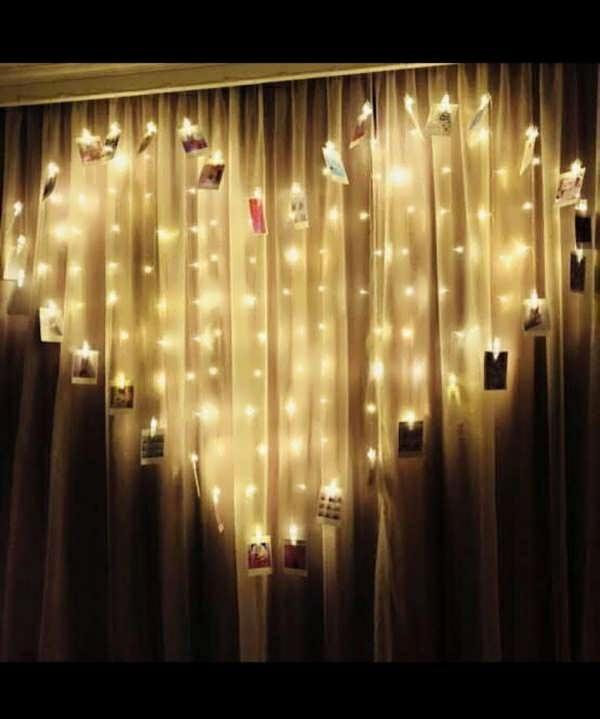 ایده برای چیدمان عکس روی دیوار با ریسه بشکل رمانتیک