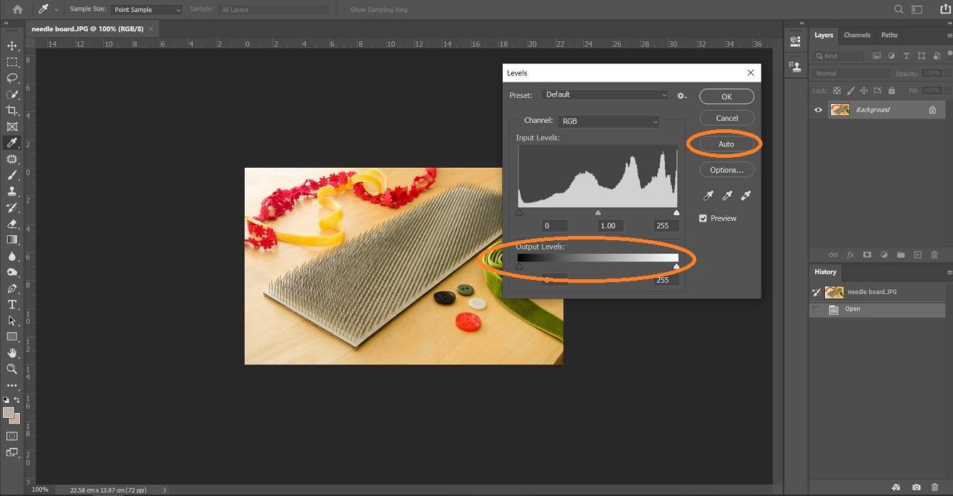 در پنجره levels گزینه ای به نام اتوماتیک وجود دارد که نرم افزار فتوشاپ به صورت هوشمند و استاندارد عکس انتخاب شده را براق می کند.