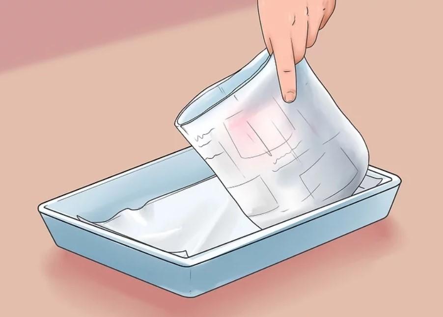برای پوشاندن کف جعبه از روزنامه استفاده کنید