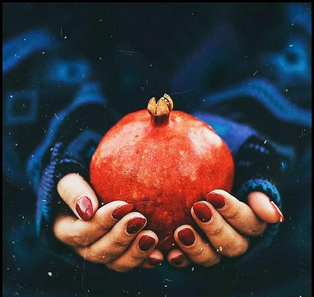 نوشته کوتاه و متن ادبی زیبا در مورد انار