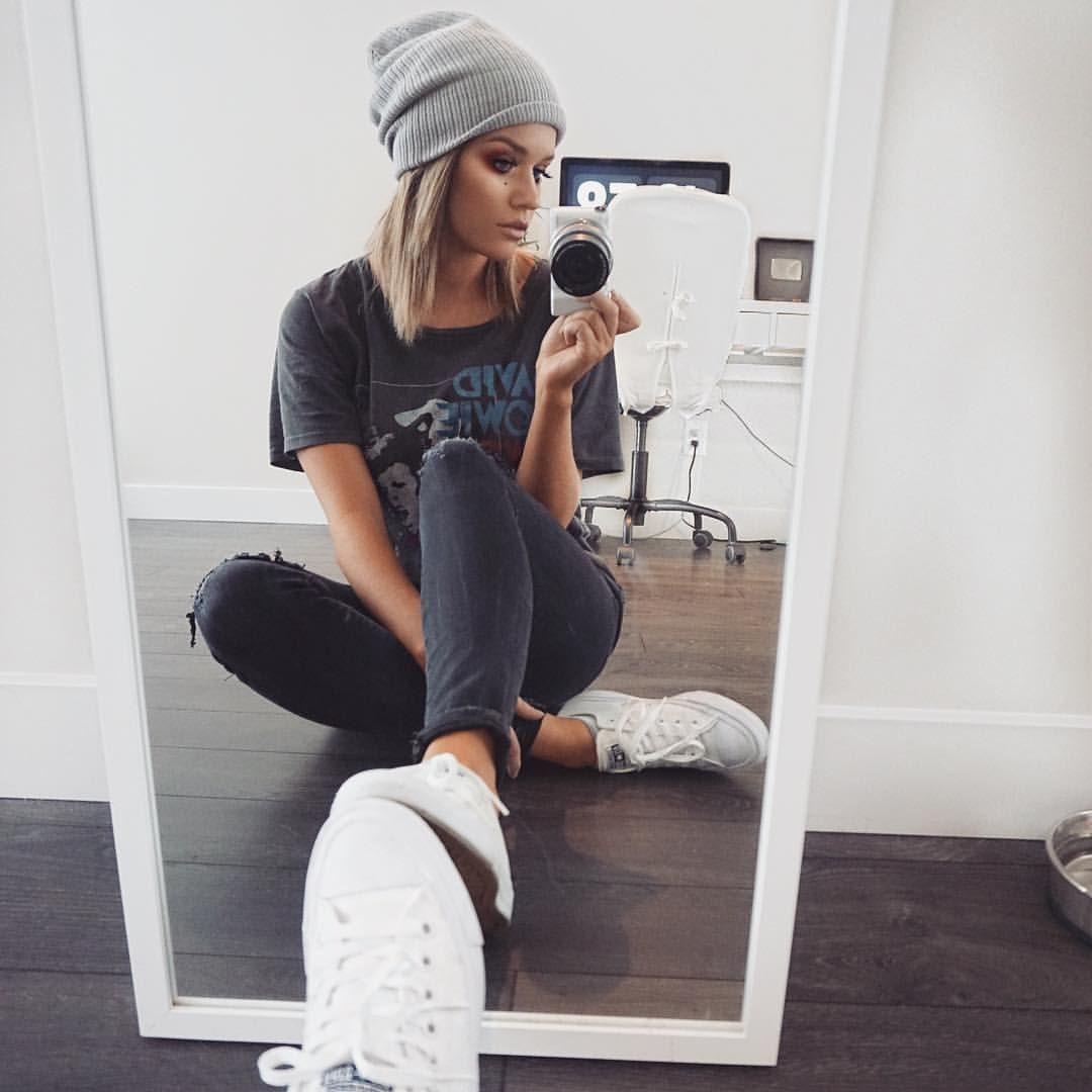 مدل ژست عکس دخترانه تکی در آینه