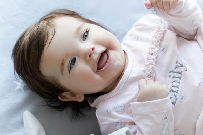 شعر نو و متن ادبی درباره لبخند کودک