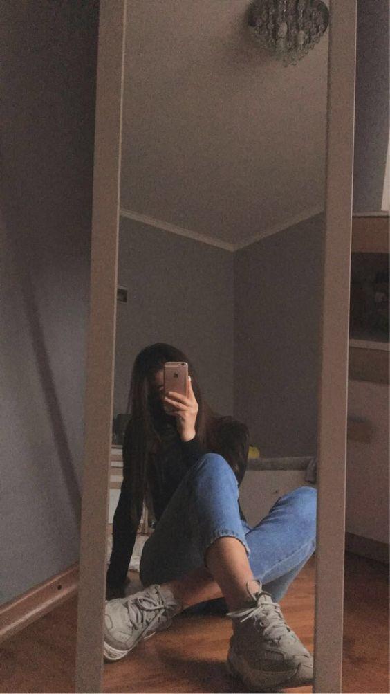 مدل ژست عکس سلفی دخترانه زیبا در آینه