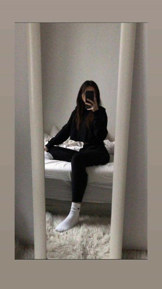 ژست عکس سلفی در آینه تکی دخترانه