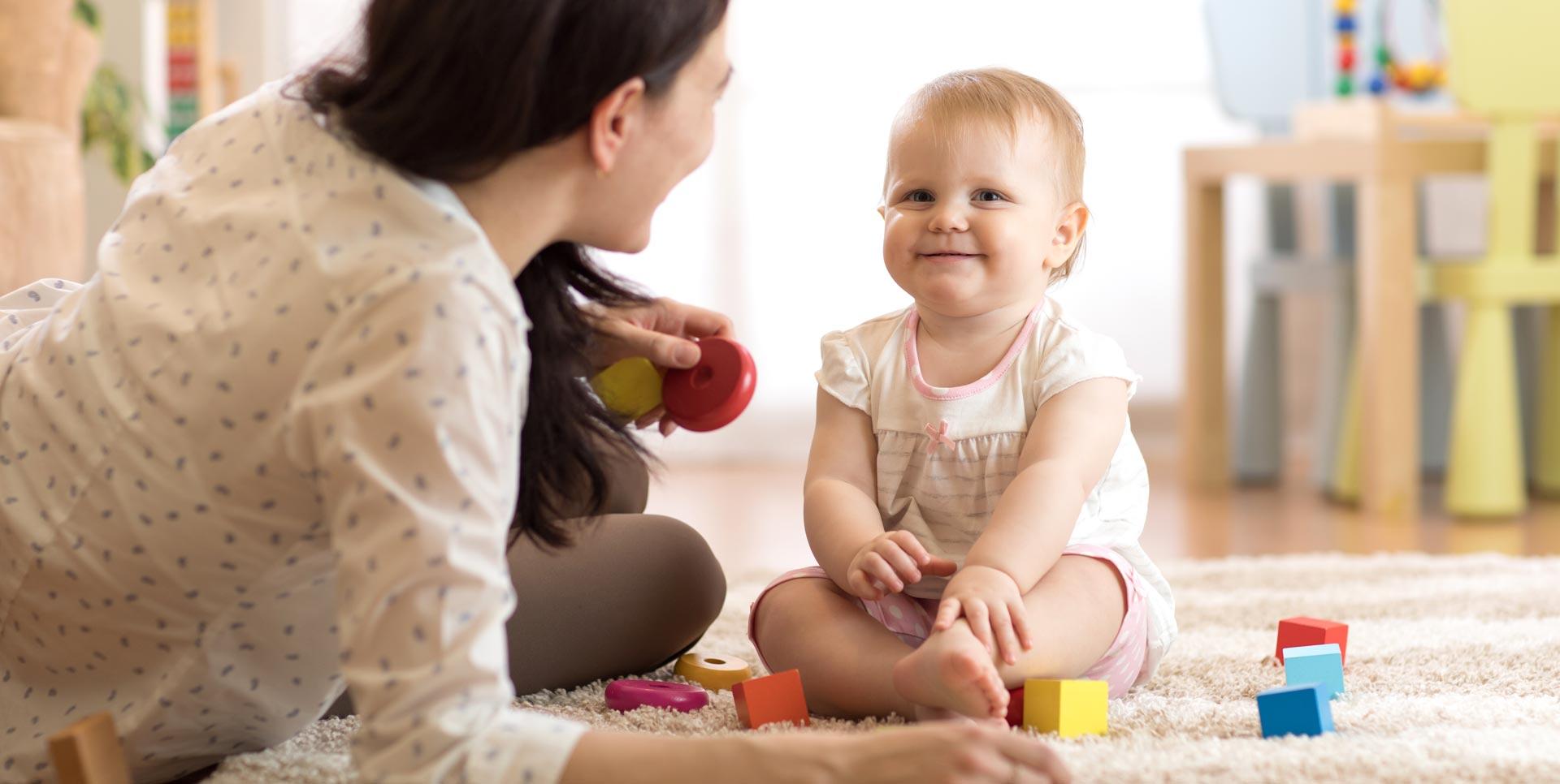 کودک خود را به مهدکودک بسپاریم یا پرستار؟