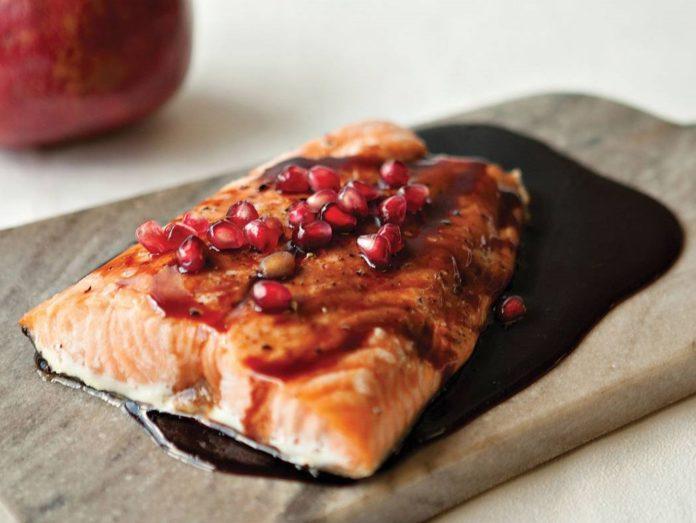 طرز تهیه ماهی کبابی با رب انار