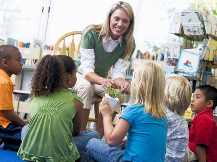 مهدکودک بهتر است یا پرستار کودک؟