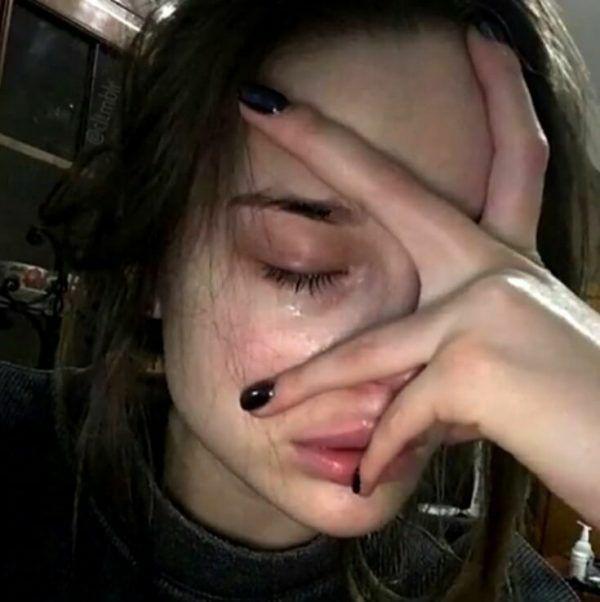 چرا همش دلم میخواد گریه کنم؟