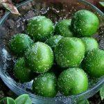 عکس گوجه سبز با نمک برای استوری