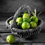 عکس گوجه سبز در سبد واسه استوری